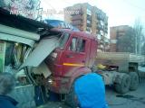 Уснувший водитель КамАЗа снес три киоска в Самаре